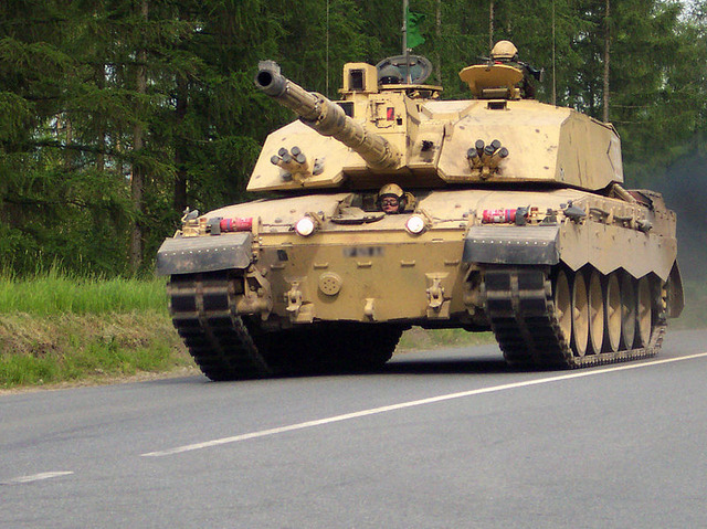 800px-Challenger2-Bergen-Hohne-Training-Area_cropped