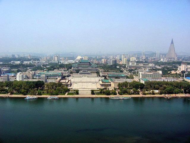 800px-0322_Pyongyang_Turm_der_Juche_Idee_Aussicht