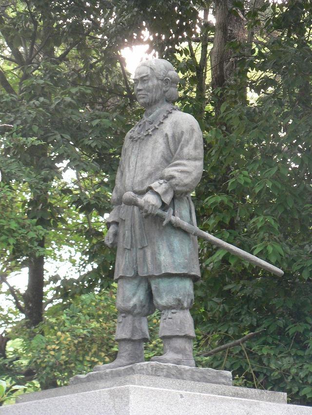 Yamato_Takeru(bronze_statue,Osaka)01