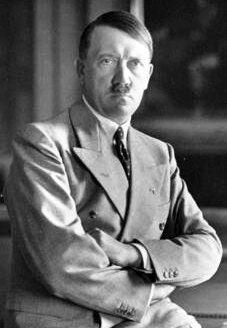Adolf_Hitler_Berghof-1936