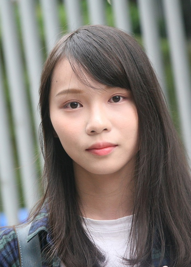 800px-Agnes_Chow_on_Tim_Mei_Avenue_(cropped)