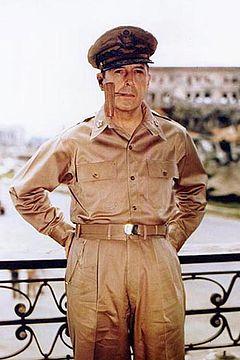240px-Douglas_MacArthur_smoking_his_corncob_pipe