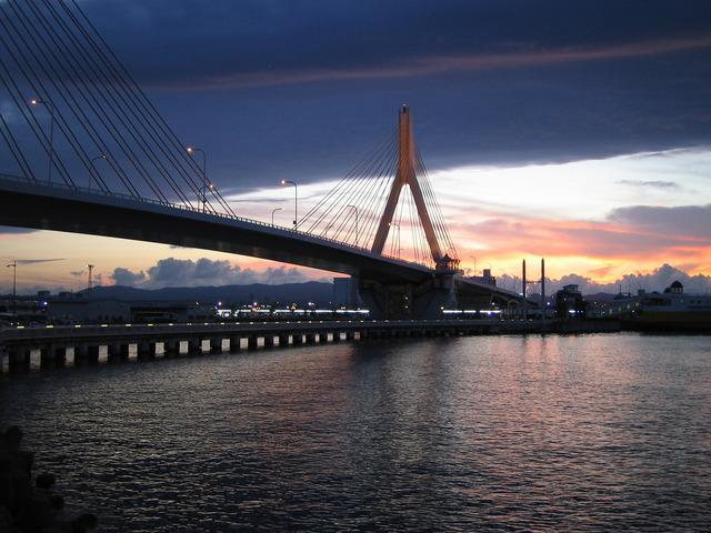 Aomori_Bay_Bridge_at_night