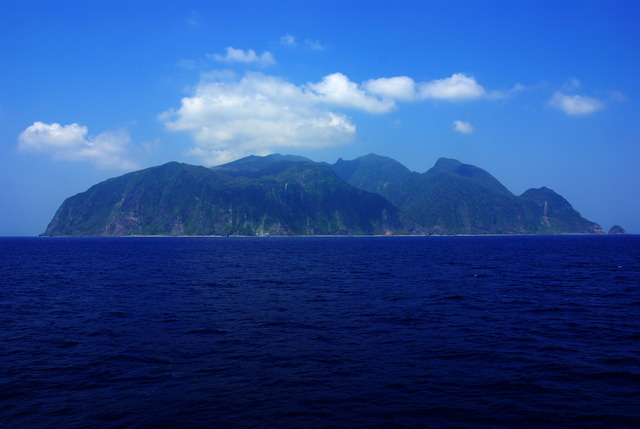 Whole_view_of_Mikurajima