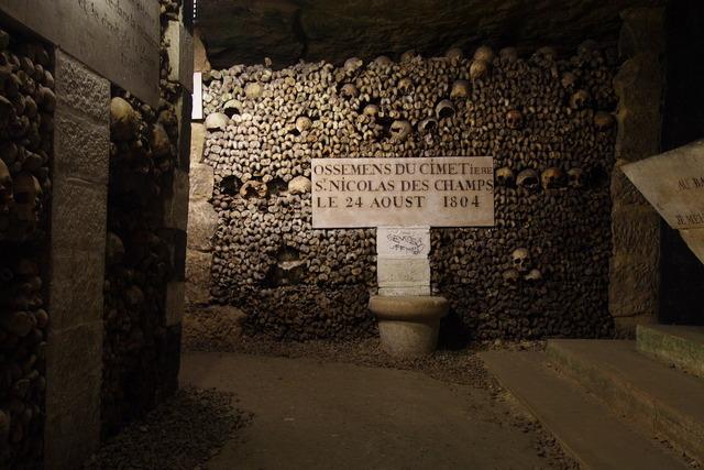 Catacombes_Paris_FRA_001