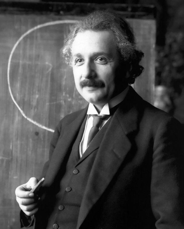 Einstein_1921_portrait2