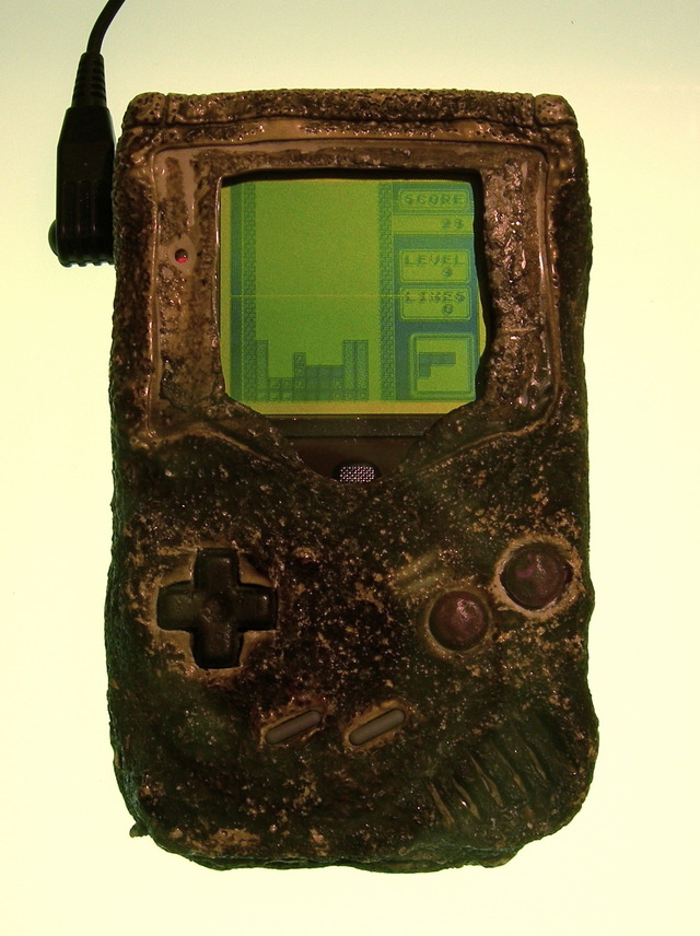 Game_boy_damaged_in_the_gulf_war