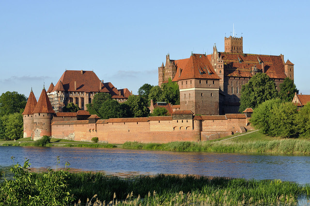 1280px-Panorama_of_Malbork_Castle,_part_4