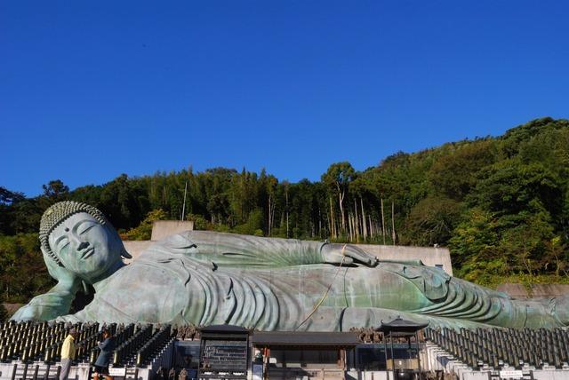 Reclining_Buddha_statues_of_Nanzoin