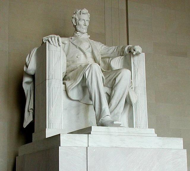 664px-Lincoln_statue