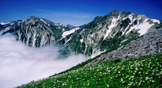Mount_Shirouma_from_Mount_Korenge_2000-7-31