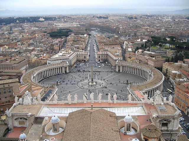 800px-Saint_Peter's_Square_from_the_dome