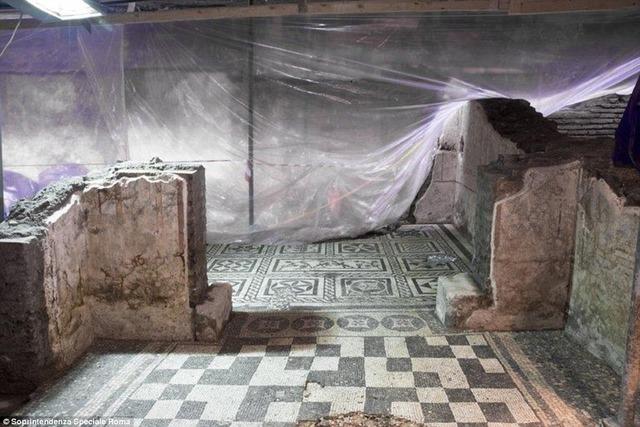 イタリア人「地下鉄工事してたら2000年前のローマ帝国の豪邸が見つかった」