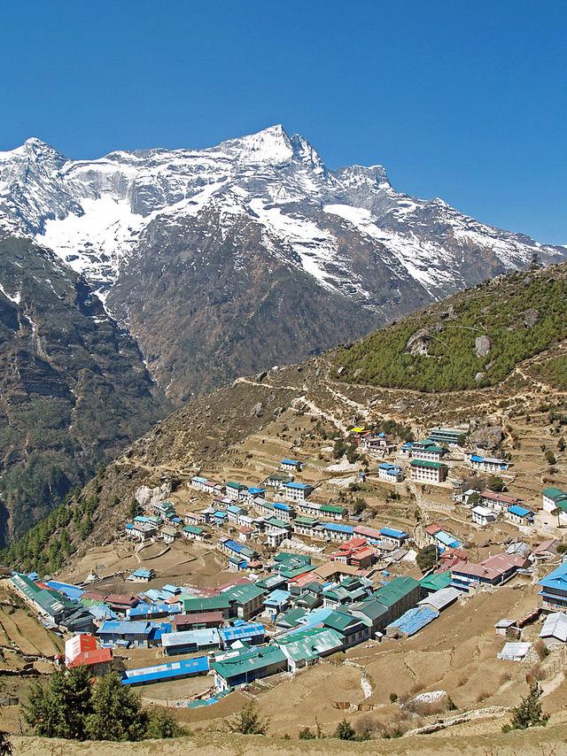 800px-Namche_Bazaar_Nepal
