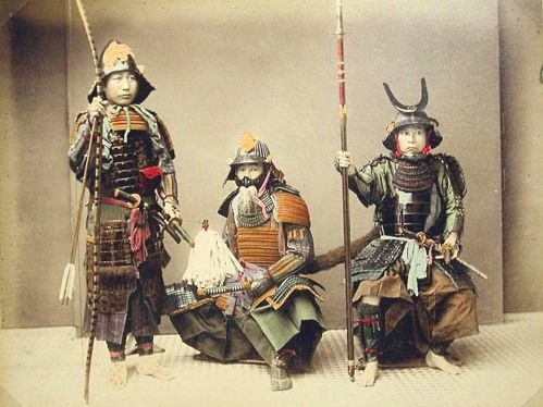 Samurai_with_weapons_-_Kusakabe,_Kimbei,_1841-1934