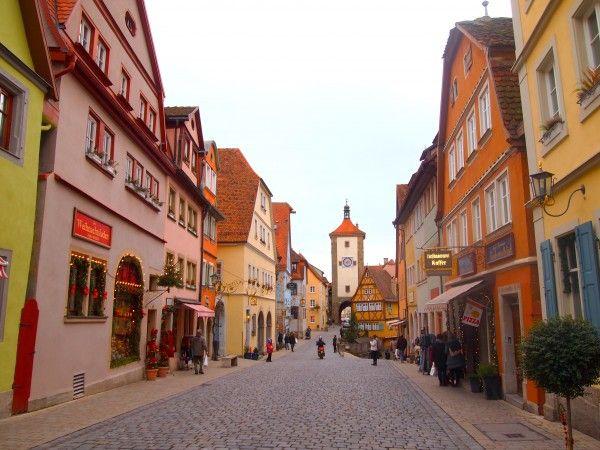 ヨーロッパって凄いよな 街並みは世界一美しいし、食事もイタリアンとフレンチとスペインがあるし、白人女性は可愛いしの画像
