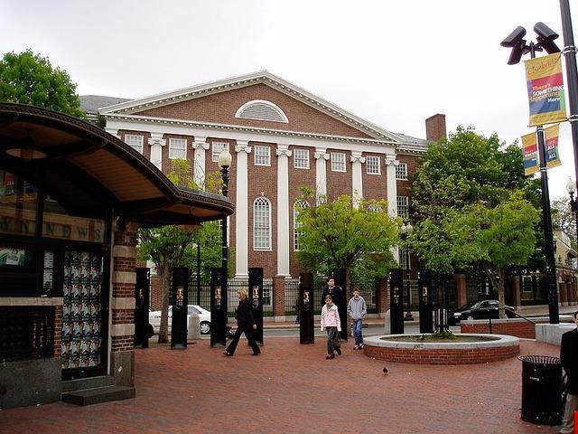 800px-Cambridge_Harvard_Square