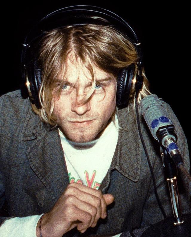 800px-Kurt_Cobain_1991_cropped