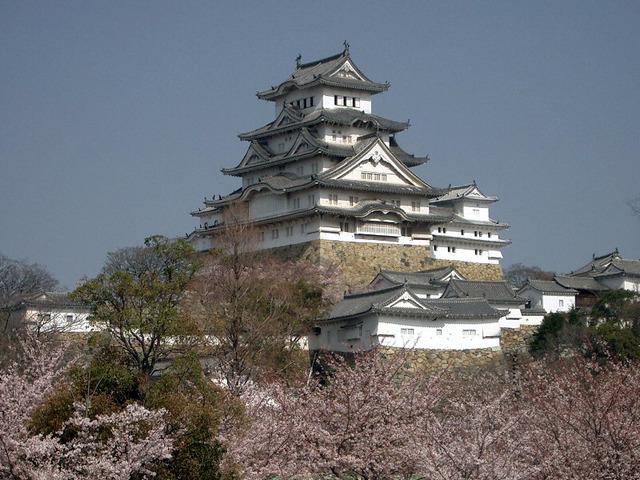 Castle_Himeji_sakura01