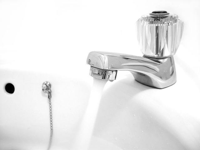 800px-Wasserhahn