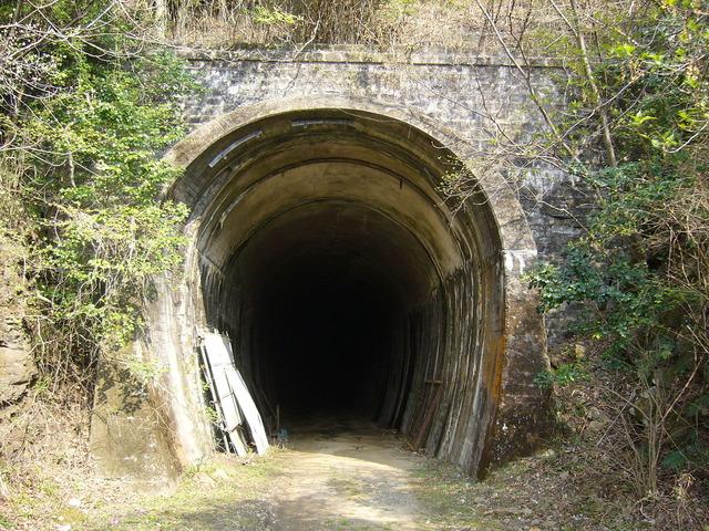 1280px-Sodani_tunnel