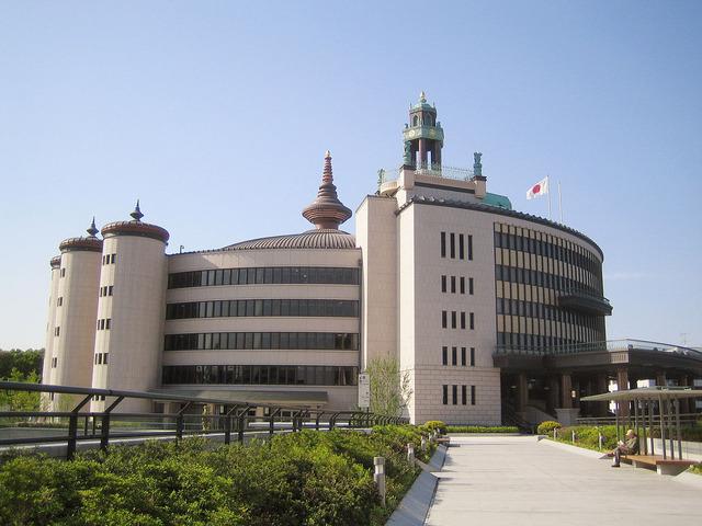 1280px-Rissho_Kosei-kai_(Great_Sacred_Hall)