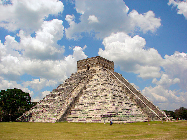 800px-Chichen-Itza-Castillo-Seen-From-East