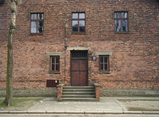 1280px-Auschwitz_Mengele_Block_10