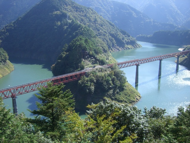 Oku-oi_Rainbow_Bridge_on_Oigawa_railway