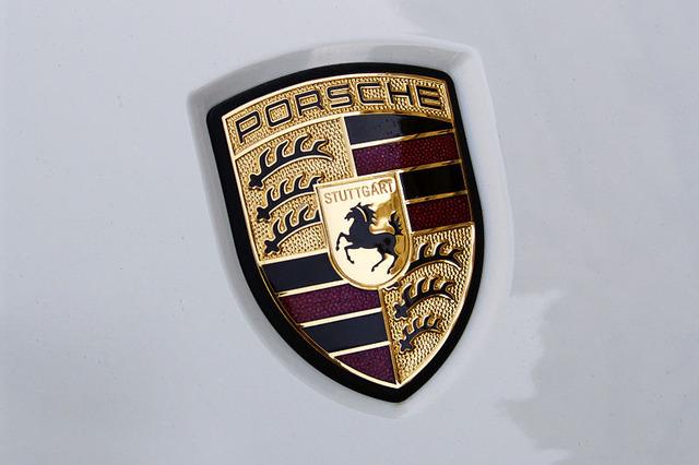 800px-Porsche_symbol