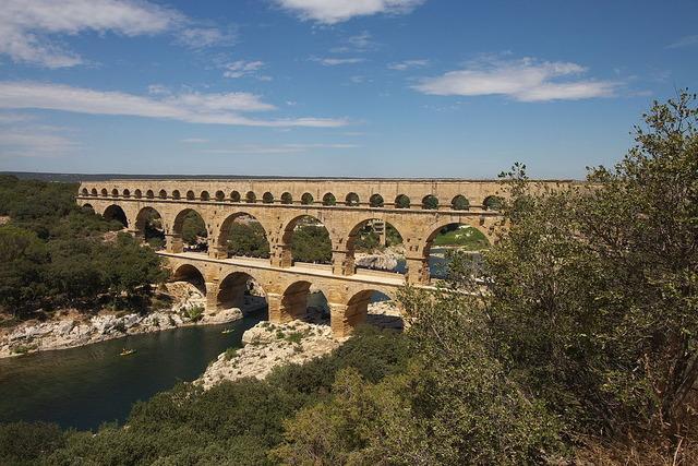 1024px-Pont_du_Gard_FRA_001