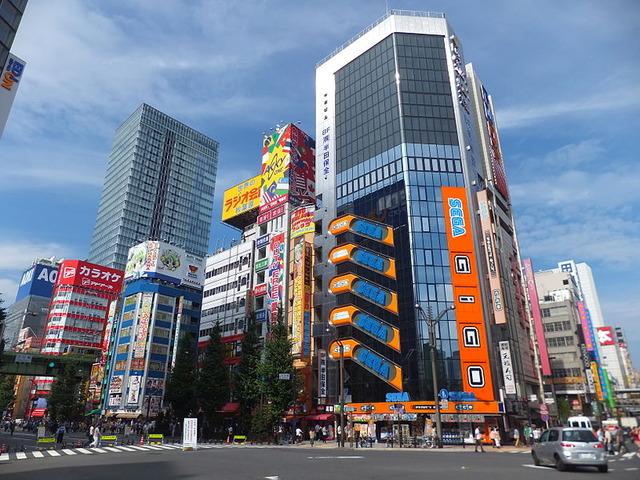 800px-Mansei-bashi_Crossing,_21_July_2013