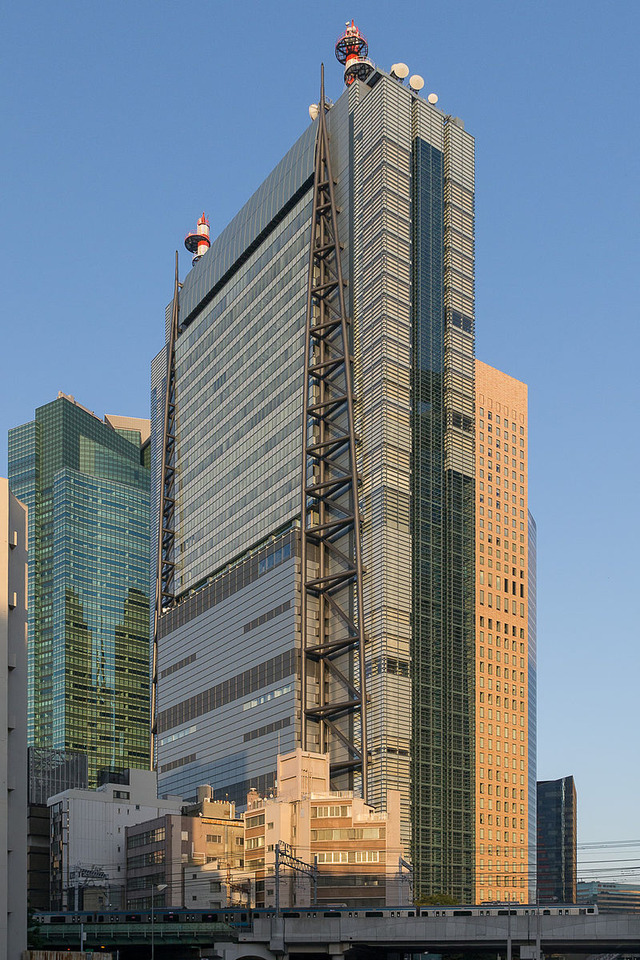 800px-Shiodome-NTV-Tower-01
