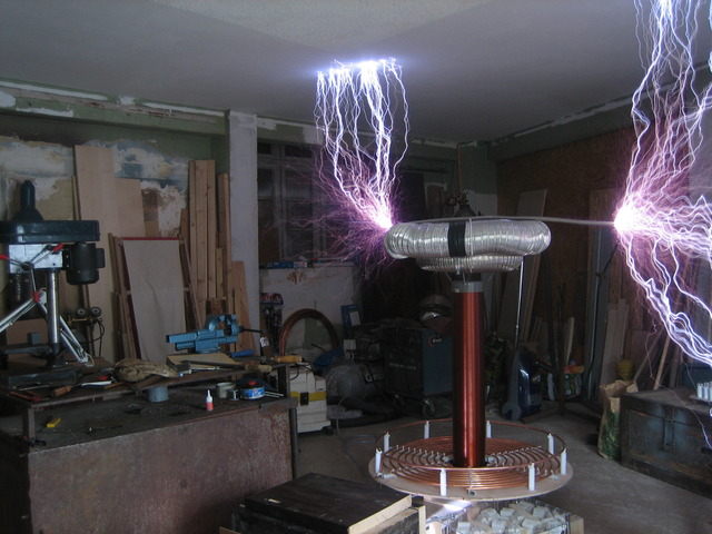 Spark_from_4KVA_Tesla_Coil