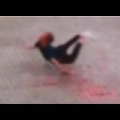 【超!閲覧注意】激レア。25階から飛び降りた人間がどうなるかをご覧ください…(動画)