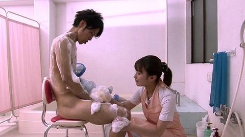 【童貞】『はじめてがお姉ちゃんでもいいの?』入院中の弟は脱童貞のために看護師の姉にSEXの仕方...