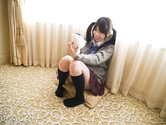ツインテールロリ系少女9お尻丸出し画像 (2)