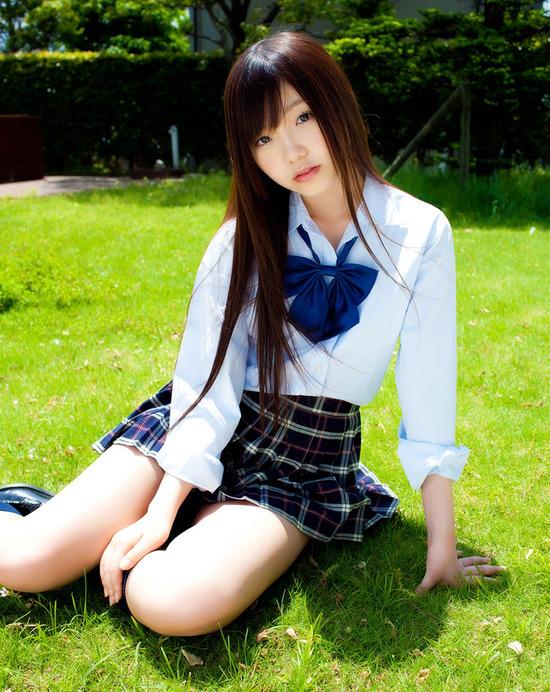 松岡里英4女子高生制服画像 (2)