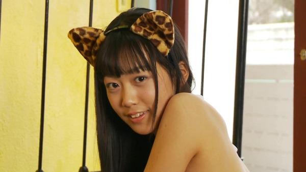 西野小春2猫耳少女白ビキニ水着の画像 (1)