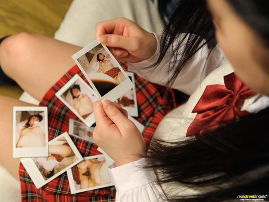 葵こはる2制服を着る画像 (2)