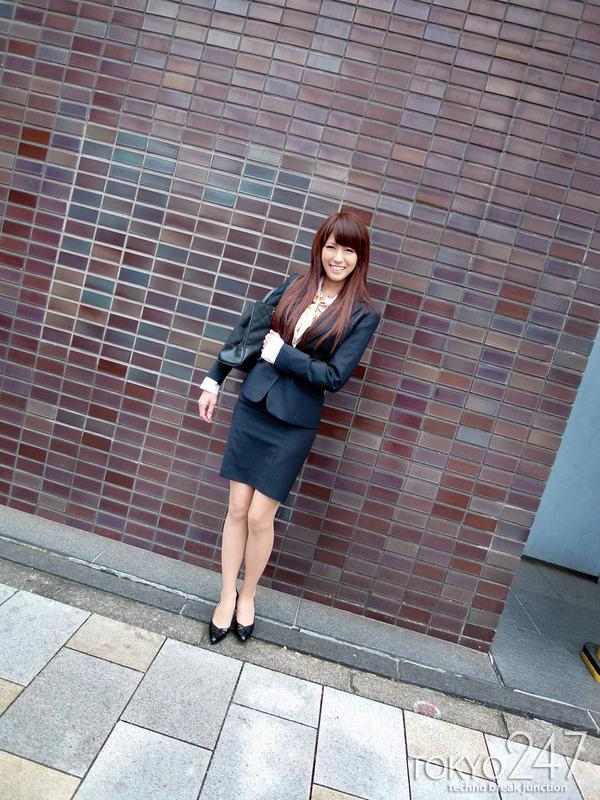 変態ドMっ娘4OL制服で散歩する画像 (2)