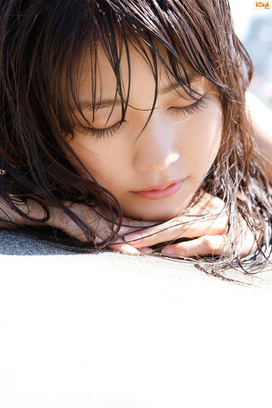 有村架純5浜辺でビキニ水着 (6)