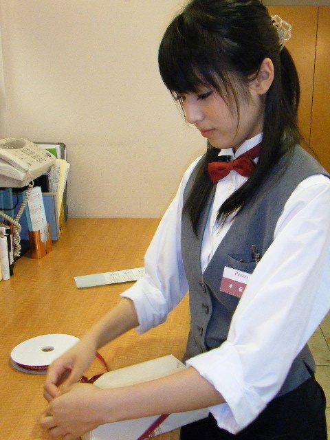 本仮屋リイナ9ケーキ屋さんでアルバイト