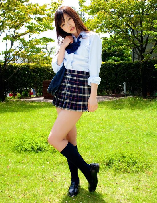 松岡里英5女子高生制服画像 (4)