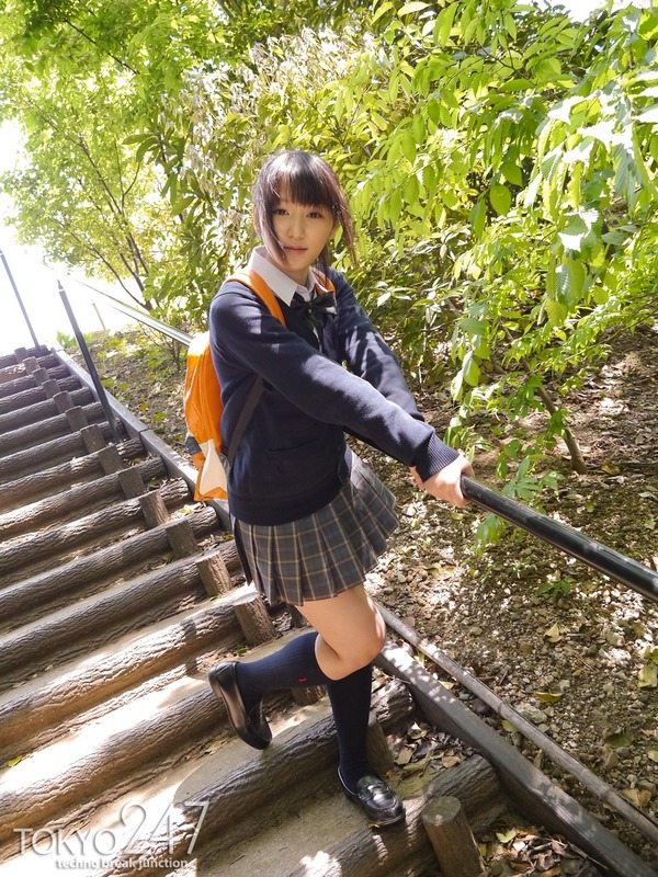 高校生コスプレ少女3公園デート画像 (6)