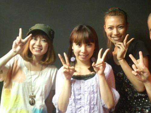 左から飛び魚の橋本さん、矢口美樹さん、紺野ぶるま