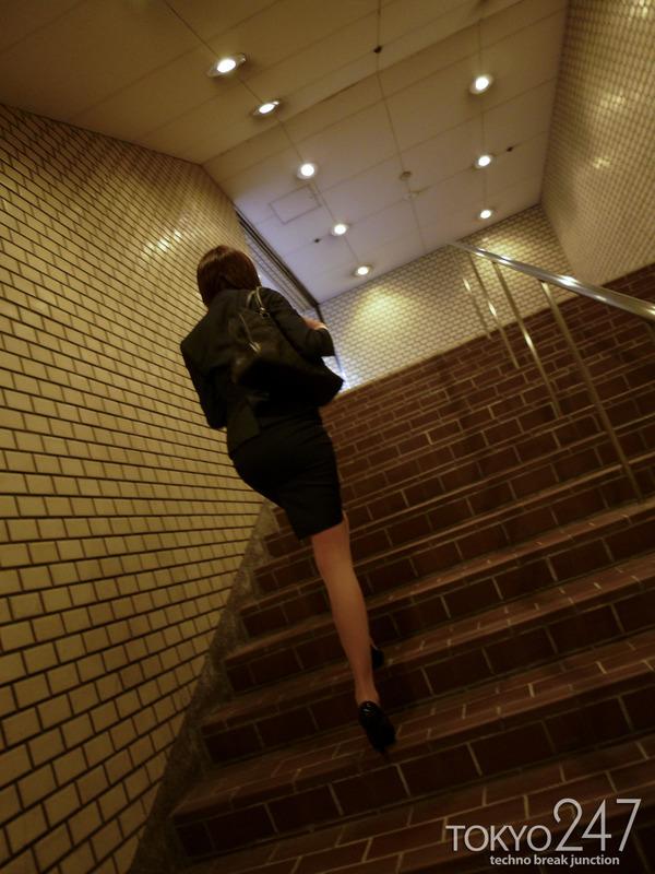 変態ドMっ娘3OL制服で散歩する画像 (7)