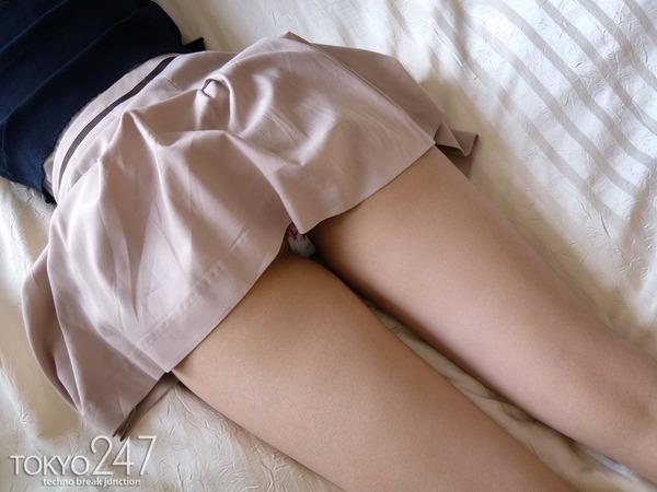 22才お嬢様ふう美女かほ3ベッドでパンチラ画像 (2)