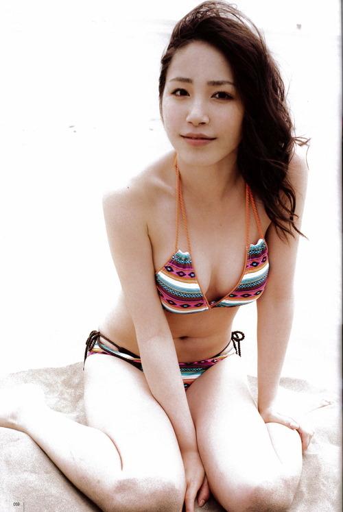 吉川友5柔肌ビキニ水着画像  (2)