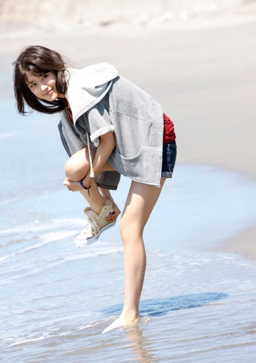 有村架純4浜辺ビキニ水着 (4)